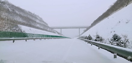 交通运输部:受降雪及结冰影响7省64条高速78个路段封闭